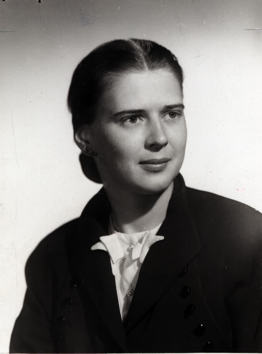 Beatrice Hicks, SWE's first president