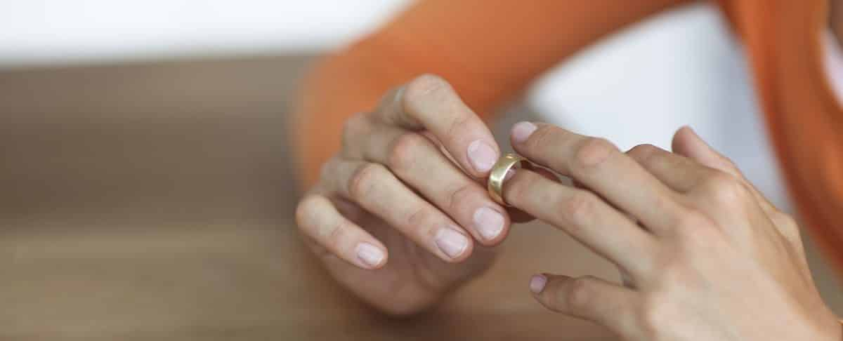 How To Wear Wedding Rings.Should You Wear A Wedding Ring To An Interview All Together