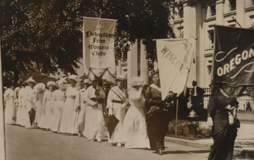 Delegations from Wisconsin and Oregon prepare to enter the lineup for the March 3, 1913, parade, held on the event of President Woodrow Wilson's inauguration